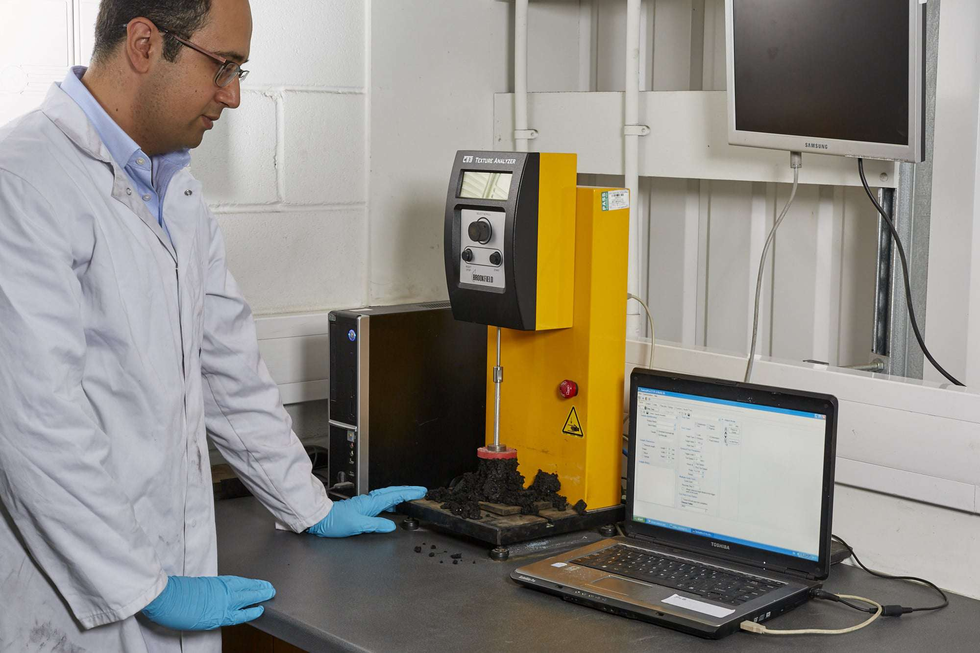 Particle characterization in bulk powders