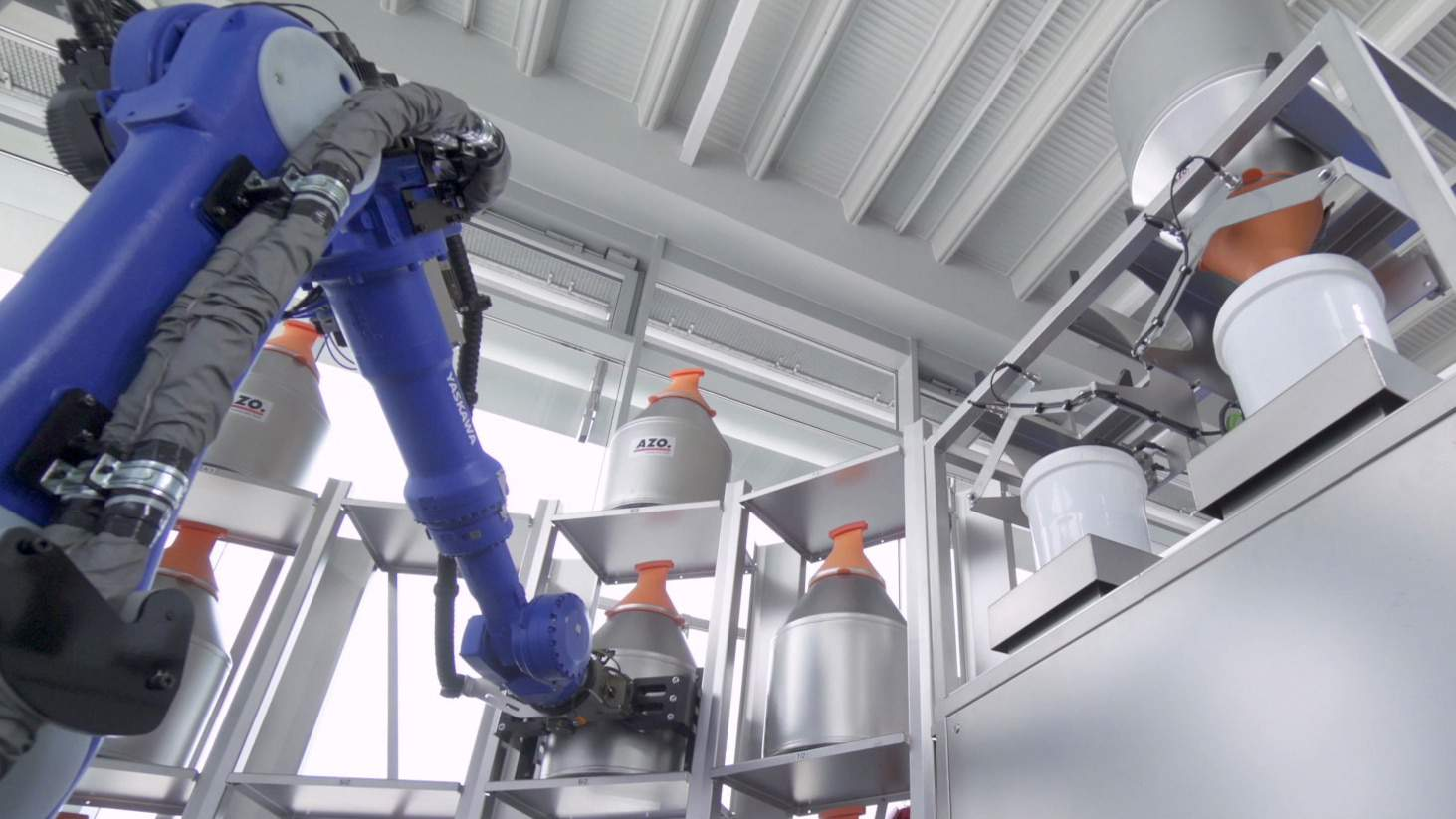 AZO RoLog®: Robot-based raw material automation